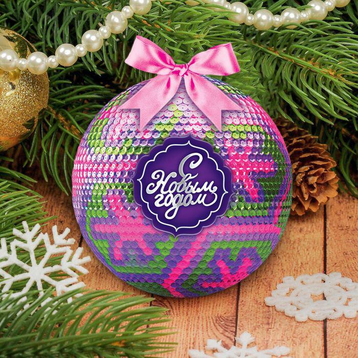 Открытка новогодний шар с пайетками